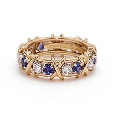 if this only came in white gold or platinum.Tiffany & Co. Schlumberger® Sixteen Stone ring with diamonds and sapphires. Tiffany Jewelry, Gold Jewelry, Jewelry Rings, Jewelry Box, Jewelery, Fine Jewelry, Platinum Diamond Rings, Jackie Kennedy, Stone Rings