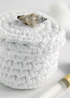 Pinner: Crochet Basket - Tutorial Made this and then made some Cotton face scrubbers to go in it. My daughter loves it. Crochet Gifts, Crochet Yarn, Free Crochet, Chunky Crochet, Crochet Motifs, Crochet Stitches, Crochet Patterns, Yarn Projects, Crochet Projects
