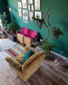 Vandaag even verder om alles af te maken! Tipje van de sluier? Alles op deze foto, op de twee planten in de hoek na, heeft een ander plekje… Straw Bag, Living Room Decor, Interior, Instagram, Decorating Ideas, Home Decor, Everything, Drawing Room Decoration, Indoor