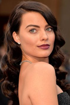 Oscars 2014: Margot Robbie's Dark, Vampy Lips and Bold Brows - Beauty Editor