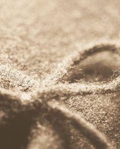 Schöne Kaschmir Hausschuhe in bester Qualität. Entdecken Sie bei uns unsere 100% Kaschmir Produkte zu unschlagbaren Preisen. Wedding Rings, Engagement Rings, Inside Shoes, Cashmere, Products, Nice Asses, Enagement Rings, Wedding Ring, Pave Engagement Rings
