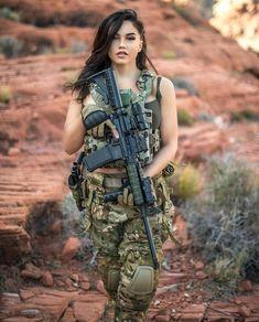 Glock Girl, Fille Gangsta, Military Costumes, Military Girl, Warrior Girl, Military Women, Female Soldier, Girls Uniforms, N Girls