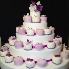 #hochzeit #Hochzeitstorte #affoltern #braut #blumen #biskuit #bräutigam #cake #cakedesign #creme #letortediba #torte #Zürich #minicakes #minitorten   Minicakes in violet and White for wedding with butterflies and roses
