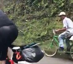 InfoNavWeb                       Informação, Notícias,Videos, Diversão, Games e Tecnologia.  : De bicicleta, camponês deixa triatletas europeus c...