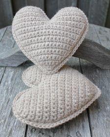 45 ideas crochet for beginners amigurumi granny squares Beginner Crochet Tutorial, Crochet For Beginners, Granny Square Crochet Pattern, Crochet Patterns, Crochet Christmas Gifts, Knitted Heart, Diy Crochet And Knitting, Christmas Knitting Patterns, Crochet Cushions