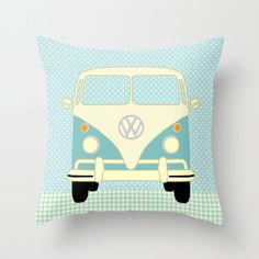 VW Bus auf Polka Dots Kissenbezug // Bus / camper pillow case by VintagePaperGoods via DaWanda.com