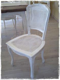 Splendida #sedia #provenzale paglia vienna, titna avorio patinato o come più ti piace. Coloriamo e decoriamo ogni mobile nelle tinte che ami ♥