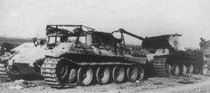 Расстрелянные советской артиллерией БРЭМ «Бергерпантера» Ausf.D и буксирумый ей танк Pz.Kpfw.V Ausf. A «Пантера» [1]