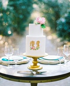 Wishing everyone a sweet #WeddingWeekend. 💫💫💫 And truly how darling is this silhouetted confection spotted at @middletonplace?…