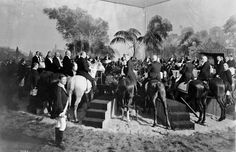 In 1903, 36 well-heeled New Yorkers enjoyed a black tie dinner on horseback. The horses each got a bag of oats, too.