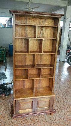 Rak buku kayu