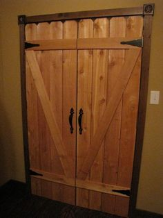 DIY Western closet doors using fencing ....... love this idea #WesternDecor