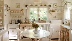 Cortinas Shabby Chic, Shabby Chic Curtains, Shabby Chic Living Room, Living Room White, Shabby Chic Kitchen, Cozy Living Rooms, New Living Room, Shabby Chic Homes, Shabby Chic Furniture