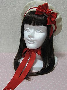 Another very cute beret. I wonder if it would look that perfect on my head?