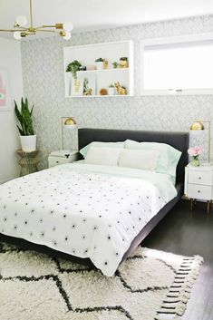 Let me show you how to make a duvet cover with any flat sheet. You do not need advanced sewing skills for this easy tutorial!