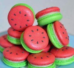 watermelon macarons yum prob won't be able to make but still cool huh omg omg omg Cute Food, Yummy Food, Delicious Donuts, Comida Diy, Kreative Desserts, Cute Baking, Macaron Cookies, Cream Cookies, Meringue Cookies