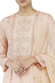 Buy Blush embroidered suit by Anita Dongre at Aza Fashions Indian Dresses, Indian Outfits, Silk Kurti Designs, Dress Neck Designs, Classy Dress, Classy Chic, Indian Designer Wear, Indian Fashion, New Dress