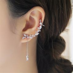 bijouxcartilage climbing Swarovski ear cuff couture Gypsypageant ear jewelry cartilagegypsy earring    Sterling Silver Elegant Unique Ear Cuff ArtDeco Ear cuff  One piece Left ear  Sterling Silver    cubic Zirconia Diamonds  Platinum Gold Plated      www.BodyKandyCouture.com        ****All items are Made to order******    Please take a moment read our shop policies as it is your responsibility to do so.    Production time is approx 2 weeks unless specified otherwise. Please also read…