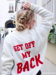 Diese Frisur ist ganz einfach nachzumachen und das beste ist: Sie ist unkaputtbar und somit total Sightseeing und Oktoberfest geeignet. Frisuren zum Nachmachen - Haare flechten - geflochtene Haare - Dutt - Fischgrätenzopf - lange Haare - mittellange Haare - Fashion