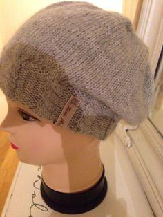 StrikkeogHekleLise – Lue med flette bord og oppskrift Diy And Crafts, Winter Hats, Weaving, Beanie, Knitting, Fashion, Threading, Moda, Tricot