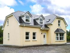 PRICE FROM £276.00 PW SLEEPS 8 BEDROOMS 4 BATHROOMS 4 PET FRIENDLY This beautiful detached house, two miles from Kenmare, County Kerry, sleeps eight people in four bedrooms.