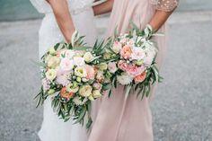 Aljona & Liam: pastellene Trauung am See Aljona & Liam: pastellene Trauung am See MELANIE WIRTH http://www.hochzeitswahn.de/inspirationen/aljona-liam-pastellene-trauung-am-see/ #wedding #flowers #lake