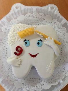 recette de gateau d anniversaire en forme de dent pour un petit de 9 ans Cute Cakes, Pretty Cakes, Beautiful Cakes, Amazing Cakes, Fondant Cakes, Cupcake Cakes, Spy Cake, Dentist Cake, Tooth Cake