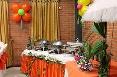 Resultado de imagen para decoracion fiestas hawaianas Table Decorations, Furniture, Home Decor, Hawaiian Parties, Hawaiian, Decoration Home, Room Decor, Home Furnishings, Home Interior Design