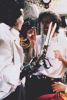 Johnny Depp y Tim Burton en el set de 'Eduardo Manostijeras' (1990)