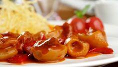 Morro con pimientos, patatas paja y tomatitos cherry asados