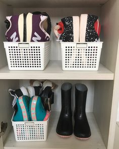 Best Treatment For Your Shoe Collection To Make Them Always Shinning - The Living Blue Shoe Storage Design, Shoe Storage Small, Home Organisation, Closet Organization, Organizar Closet, Flat Interior, Closet Space, Home Repair, Plastic Laundry Basket