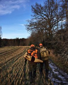Last hunting day of the year even for me. It was a good day today fine wheather and many  up on their feet.  Tomorrow is training day with @labbe_hugo to get him fighting fit for next season