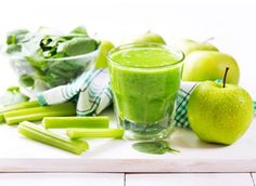 Green Smoothies are packed with fiber, protein and other essential nutrients. Try these easy tips to make vegetable healthy breakfast smoothies. Fruit Smoothies, Smoothies Banane, Green Detox Smoothie, Healthy Green Smoothies, Green Smoothie Recipes, Smoothie Drinks, Healthy Drinks, Avocado Smoothie, Smoothies Verdes