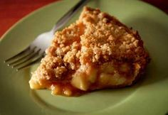 Looking for a apple crumble pie recipe? Get great family cooking recipes for kids and adults. Recipes for apple crumble pie are great to make with the whole family. Apple Crumb Pie, Delicious Desserts, Dessert Recipes, Desserts With Biscuits, Healthy Vegan Snacks, Stay Healthy, Crumble Recipe, Apple Recipes, Food And Drink