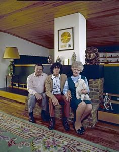 Donovan with his parents Donald and Winifred in their home. IMAGE: JOHN OLSON/THE LIFE PICTURE COLLECTION/GETTY IMAGES