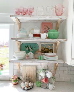 Farm fresh eggs make the perfect Spring decor! Whimsical Kitchen, Vintage Kitchen Decor, Vintage Dishes, Vintage Decor, Vintage Pyrex, Vintage Items, Pyrex Display, Pink Dishes, Pastel Kitchen