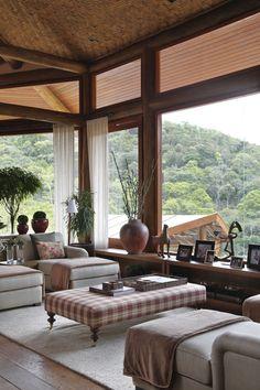 cv321_casa_serra_debora_aguiar (Foto: MCa estúdio) madeira em foco na decoração