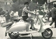 Lambretta Scooter, Vespa Scooters, Motor Scooters, Scooter Girl, Sidecar, Black N White, Chopper, Motorbikes, Old School