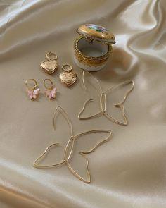 fashion, beautiful y beauty imagen en We Heart It Dainty Jewelry, Cute Jewelry, Body Jewelry, Jewelry Box, Jewelery, Jewelry Accessories, Fashion Accessories, Jewelry Necklaces, Fashion Jewelry