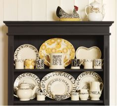 Toast & Marmalade à Emma Bridgewater - vaisselle Dresser Inspiration, Mug Display, Display Ideas, Emma Bridgewater Pottery, Kitchen Vignettes, Welsh Dresser, Kitchen Dresser, Kitchen Dinning, Kitchen Unit