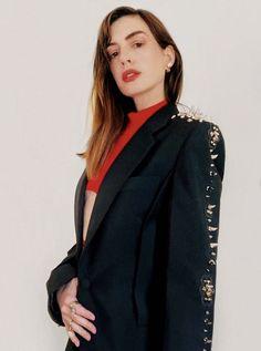 Elle Macpherson, Virtual Fashion, Anne Hathaway, Fashion Show, Fashion Trends, Paris Fashion, Cara Delevingne, Girl Crushes, Girl Power