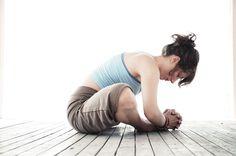 How Does Yoga Relieve Back Pain? 4 Benefits of Yoga for Those with Chronic Back Pain. Yin Yoga, Yoga Restaurador, Yoga Moves, Yoga Exercises, Yoga Flow, Relieve Back Pain, Hip Openers, Restorative Yoga, Morning Yoga