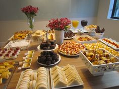 Brunch Table Brunch Party Brunch Wedding Easter Brunch Party Snacks Appetizers For Party Reception Food Dinning Etiquette 1 Year Old Birthday Party Party Food Buffet, Party Food Platters, Snacks Für Party, Appetizers For Party, Havanna Party, Brunch Party, Food Decoration, Food Cravings, Coffee Break