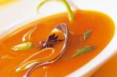 Das Rezept für Möhrensuppe mit Ingwer mit allen nötigen Zutaten und der einfachsten Zubereitung - gesund kochen mit FIT FOR FUN Thai Red Curry, Low Carb, Cooking, Ethnic Recipes, Fit, Soups, Drinks, Crafts, Healthy Recipes