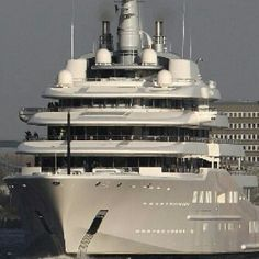 ost Expensive Yacht The world's most expensive private yacht is the Eclipse. Price Tag: $590,000,000.00