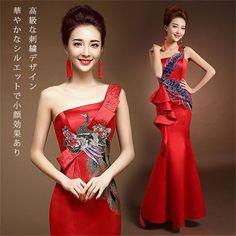 ◆ウエディングドレスは全てサイズ調整可能です。(特別製作なし) 当ストアのウエディングドレスのサイズは、すべて一定範囲を調整するタイプです。サイズ表は参考サイズになります。お客様の寸法にぴったりでなく少し大きい・少し小さいこともございます。大きい場合はピンなどで脇の所を挟んで下さい。また小さい場合は衣装専門修理店にてお直し下さい。◆納期:ご入金の確認が出来次第製作にかからせて頂きます。ご入金の順番でお作りしておりますので商品の製作に3日〜7日、更に商品到着までに4日〜8日、予めご了承ください。参考サイズ(1-2cmの誤差はご容赦下さいませ):サイズ---バスト---ウエストXS-------80 -------63S -------83 -------66M -------86--------70L -------90--------73XL-------93--------76XXL------96--------80
