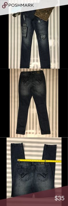 Earl skinny jeans size 6 Pre-loved in excellent condition. Medium wash with gray undertones. Back pocket in classic style. Designed in a comfortable cotton blend denim, these Earl Jeans are a must have for an on trend look. Their skinny fit with stretch provides a flattering silhouette, while patches and distressed detailing provides that special vibe. Approximate measurements provided in photo. Waist :13.5 inches/ Rise: 8 inches/Inseam: 29 inches. 🌸🌸🌸 Earl Jeans Jeans Skinny
