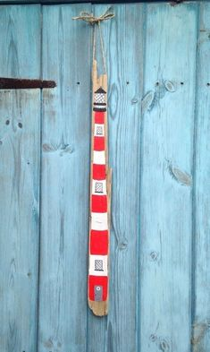 Nautical Driftwood Hanging Lighthouse Sign and add thermometer? Driftwood Signs, Driftwood Fish, Painted Driftwood, Driftwood Projects, Sailboats For Sale, Beach Signs, Beach Crafts, Hanging Signs, Beach Art