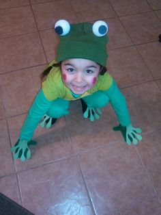 HOMEMADE FROG COSTUME Materials needed: foam balls, construction paper (black and green) green Beenie, yellow piece of material. Cut out frog hands and feet from green construction paper and pin to clothing. Dance Costumes, Halloween Costumes, Frog Costume, Disney Shows, Toddler Halloween, Toddler Costumes, Homemade Halloween, Diy Dress, Dinosaur Stuffed Animal