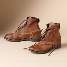 The Vintage Shoe Company® adapts the classic laced chukka boot in leather tanned to re-create a worn and weathered patina.